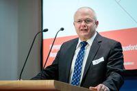 """Dr. Andreas Kiefer, Präsident der Bundesapothekerkammer, beim Symposium """"Arzneimittelmissbrauch - Fakten und Herausforderungen"""". Bild: """"obs/ABDA Bundesvgg. Dt. Apothekerverbände/Wagenzik"""""""