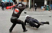 Gelobt von Kanzlerin Merkel: Antifa Schläger im Einsatz (Symbolbild)