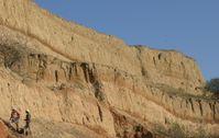 An steilen Abhängen, wie hier bei Mircea Voda, Dobrudscha, Rumänien, sind die aufeinander geschichte Quelle: Foto: Lehrstuhl für Geomorphologie, Universität Bayreuth; zur Veröffentlichung frei. (idw)
