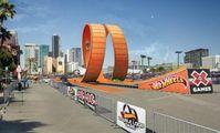 Die zwei Fahrer des Teams Hot Wheels[TM] hatten am Samstag, den 30. Juni 2012, allen Grund zu feiern: Bei den diesjährigen X Games in Los Angeles rasten sie gleichzeitig durch einen über 18m hohen vertikalen Doppellooping und stellten so einen Guinness Weltrekord auf.