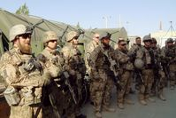 """Bundeswehrsoldaten nehmen Aufstellung für ihren Einsatz in Maimana/Afghanistan. Bild: """"obs/ZDF/Ashwin Raman"""""""
