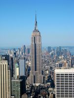 Das Empire State Building vom Dach des Rockefeller Center aus.