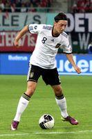 Mesut Özil (2011) im Trikot der deutschen Nationalmannschaft
