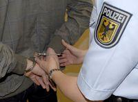 Die Rosenheimer Bundespolizei hat zwei Personen verhaftet. Bild: Polizei
