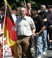 Andreas Molau (in der Mitte) bei einer Demonstration der NPD am 18.Juni 2005 in Braunschweig
