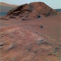 """Die Felsformation """"Comanche"""" in den Columbia Hills im Gusev Krater, Mars. Foto: NASA / JPL und Cornell University, Ithaca, New York"""