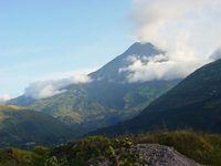 Der Vulkan Tungurahua nahe Baños, Ecuador. Bild: Martin Zeise, Berlin / wikipedia.org