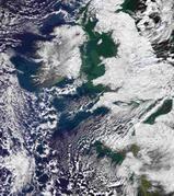 Ein Anblick, an den wir uns möglicherweise gewöhnen müssen: Große Teile Großbritanniens und Mitteleuropas waren im vergangenen Winter von Schnee bedeckt, wie diese Satellitenaufnahme vom 7. Januar 2010 zeigt NASA