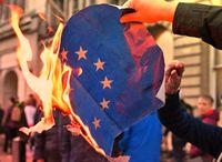 Hohe Strafen für die Zerstörung der Europafahne? Dabei ist die Europäische Union doch gar kein Staat?