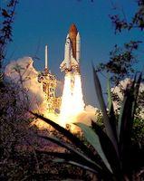 Die Raumfähre Endeavour bei einem früheren Start der Mission STS-99 Bild: de.wikipedia.org