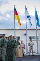 Die deutschen Soldaten des ersten Ausbildungsdurchgangs an der Heron TP sind auf der Air Base Tel Nof zur Eröffnungsfeier angetreten.