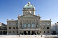 Bundeshaus (Parlamentsgebäude) und Bundesplatz in Bern