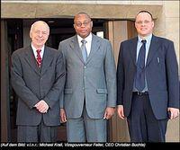 Buntmetallhändler Michael Krall (64, auf dem Foto links) Bild: GoMoPa.net Liso Goldmines PLC