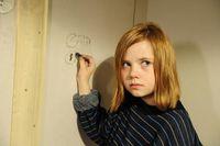 """Die kleine Natascha (Amelia Pidgeon) in ihrem kargen Verlies Bild: """"obs/Constantin Film"""""""