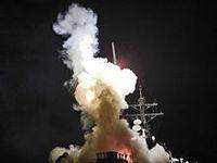 Abschuss eines Tomahawk-Marschflugkörpers von der USS Barry auf ein Ziel in Libyen. Bild: de.wikipedia.org