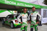 """DRM-Spitzenreiter Fabian Kreim (l.) und Copilot Tobias Braun. Bild: """"obs/Skoda Auto Deutschland GmbH"""""""