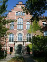 Die Bundesoberbehörde Rober-Koch-Institut (RKI): Haupteingang am Nordufer in Berlin-Wedding