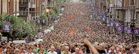 Zum Vergleich: Ca. 50.000 Menschen auf dem Bild (Symbolbild)