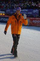 Martin Schmitt verabschiedet sich im  Auslauf der Mühlenkopfschanze. Bild: Frank Breuers