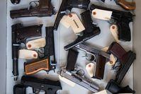 Tatwaffen in der Forensik der bosnischen Polizei in Sarajevo. Bild: ZDF Fotograf: ZDF/Jasmin Agovic