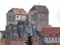 Für 1,1 Millionen Euro zu haben: Burg Hiltpoltstein Bild: GoMoPa / v-h-i.eu