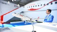 Symbolbild: Ein Modell des russisch-chinesischen Großraumflugzeugs CR929 auf der Internationalen Luft- und Raumfahrtausstellung MAKS 2019.