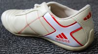 """Ein Plagiat eines adidas-Schuhs (Markenname """"adibos""""). Bild: Gohnarch - wikipedia.org"""