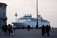 Kreuzfahrtschiff im Hafen von Triest. Bild: Wolfgang Weitlaner