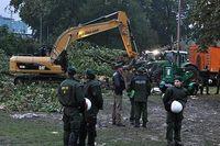 Räumarbeiten im Stuttgarter Mittleren Schlossgarten nach nächtlicher Baumfällaktion im Projekt Stuttgart 21. Bild: Mussklprozz / de.wikipedia.org