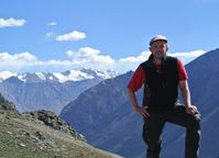 Matthias Poeschel im Pamir über dem Bartang Tal.