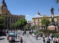 Das Parlamentsgebäude (links) neben dem Regierungsgebäude an der Plaza Murillo in La Paz