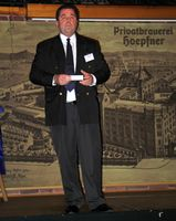 Der Veranstalter Unternehmerberater Jürgen Götz begrüßt die Teilnehmer. Bild: ExtremNews / Thorsten Schmitt