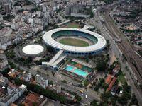 Das Maracanã-Stadion, links daneben die Mehrzweckhalle Maracanãzinho und im Vordergrund der Parque Aquático Júlio Delamare.