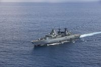 Die Fregatte Bayern aus der Luft im ATALANTA-Einsatz