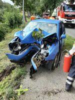 Das zerstörte Fahrzeug an der Unfallstelle.
