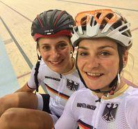 Vogel (r.) mit Miriam Welte kurz vor den Spielen beim Training im Rio Olympic Velodrome