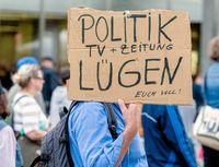 Viele Menschen haben den Glauben an Politik und Medien verloren (Symbolbild)