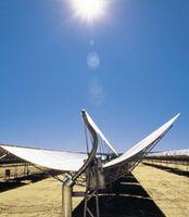 Parabolspiegel unter der Sonne Afrikas. Bild: Desertec Foundation