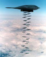 B2 Bomber wirft seine tötliche Fracht auf wen auch immer ab...