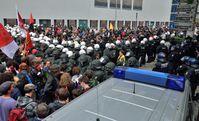 Blockupy: Polizeikessel während der Demonstration am 1. Juni 2013