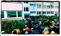 Hunderte Interessenten bei einer Wohnungsbesichtigung in Berlin