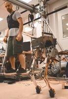 Laufroboter: Imitiert menschliche Bewegung.
