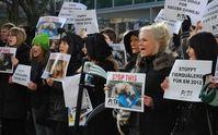 PETA-Protest gegen die Hundetötungen von der ukrainischen Botschaft in Berlin, November 2011. Bild: PETA