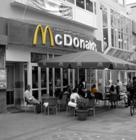 McDonalds-Filiale: Mitarbeiter werden verhöhnt. Bild: pixelio.de, M. Klinger