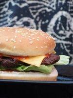 """Burger: Lockangebot für """"falsche"""" Fans Foto: pixelio.de/peppermint_sue"""