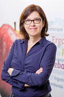 Dr. Nicola Bauer, Professorin für Hebammenwissenschaft an der hsg, erforscht Einflussfaktoren auf das Stillen. Quelle: Foto: hsg/Volker Wiciok (idw)