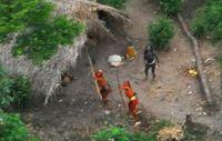 Man nimmt an, dass die unkontaktierten Indianer aus Peru über die Grenze nach Brasilien gedrängt wurden, weil illegale Abholzung in ihrem angestammten Gebiet wütet. Bild  von 2008 © Gleison Miranda/FUNAI