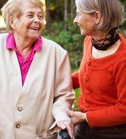 Betreuung im Alter: Gehen als erstes Indiz.