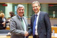 Finanzminister Hartwig Löger mit dem Eurogruppenvorsitzenden Mario Centeno kurz vor seiner ersten Sitzung in der Eurogruppe. (2018)
