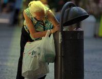Rente in Deutschland: Für die meisten bedeutet dies entweder arbeiten bis zum Tot-Umfallen oder Müllcontainer durchwühlen nach Pfandflaschen um noch was zum essen zu haben. Eines bleibt: Das Finanzamt nimmt auch noch den letzten Cent... (Symbolbild)